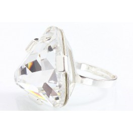 Stříbrný prsten ve tvaru trojúhelníku